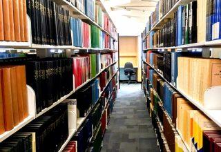 大学の図書館のイメージ