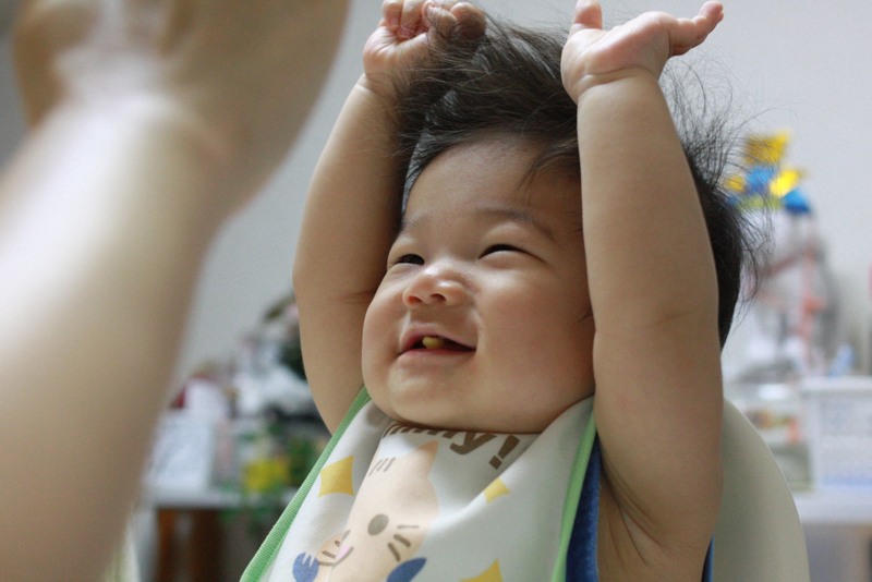 喜ぶ赤ちゃん